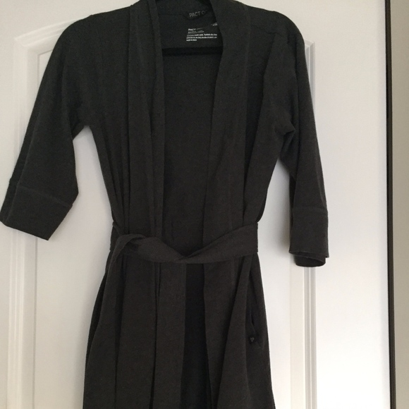 pact organic grey robes Size M